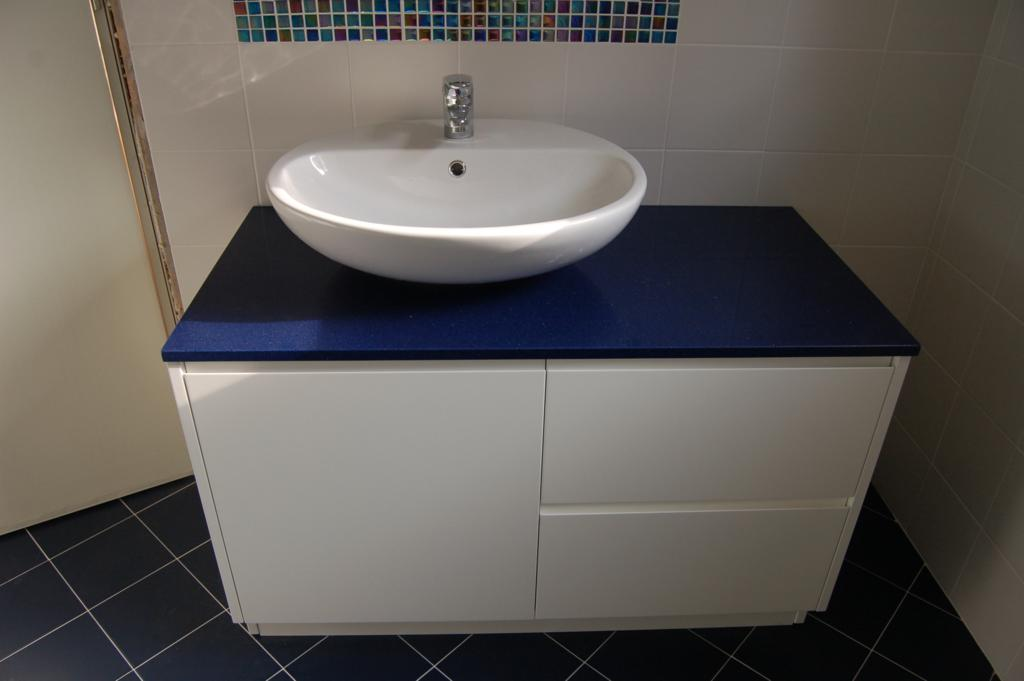 bagno mobile top blu senza maniglie