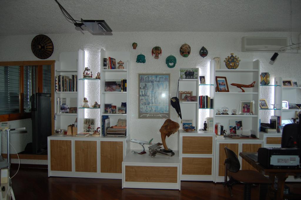 Libreria Dietro Divano: Con il mobile retro divano puoi ...