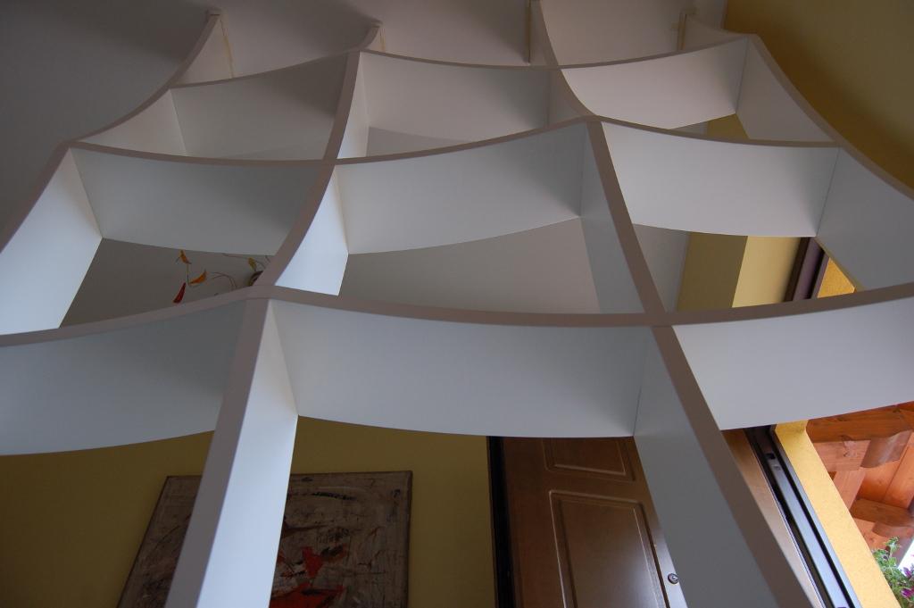 Libreria Dietro Divano ~ Idee per il design della casa